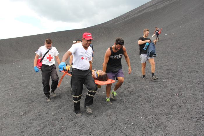 Turista norteamericana sufre accidente al hacer volcano-boarding en el Cerro Negro