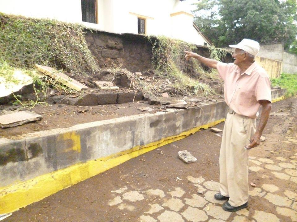 Colapsa muro del atrio de la iglesia El Laborio producto de las fuertes lluvias en León.