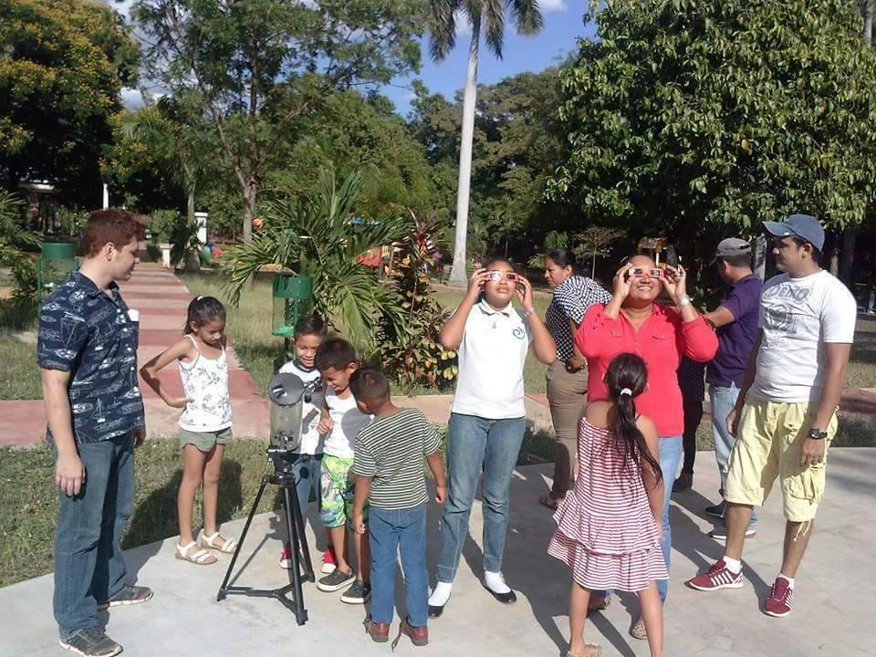 Astronomos Aficionados listos para ver el eclipse parcial del Sol en León