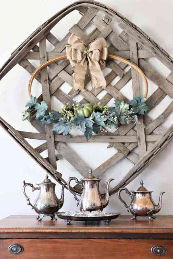 Looking for a Fall project to try? This Easy DIY Fall Hoop Wreath is a quick and gorgeous way to bring fall into your home.