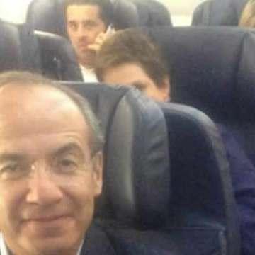 Se reencuentran Calderón y Fox en vuelo hacia México