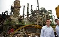 Enrique Peña Nieto recorre zona de explosión en complejo petroquímico