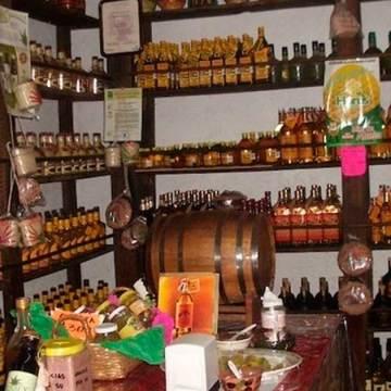 """""""La Probadita"""" tradicional lugar para degustar la bebida representativa de Oaxaca, el mezcal"""
