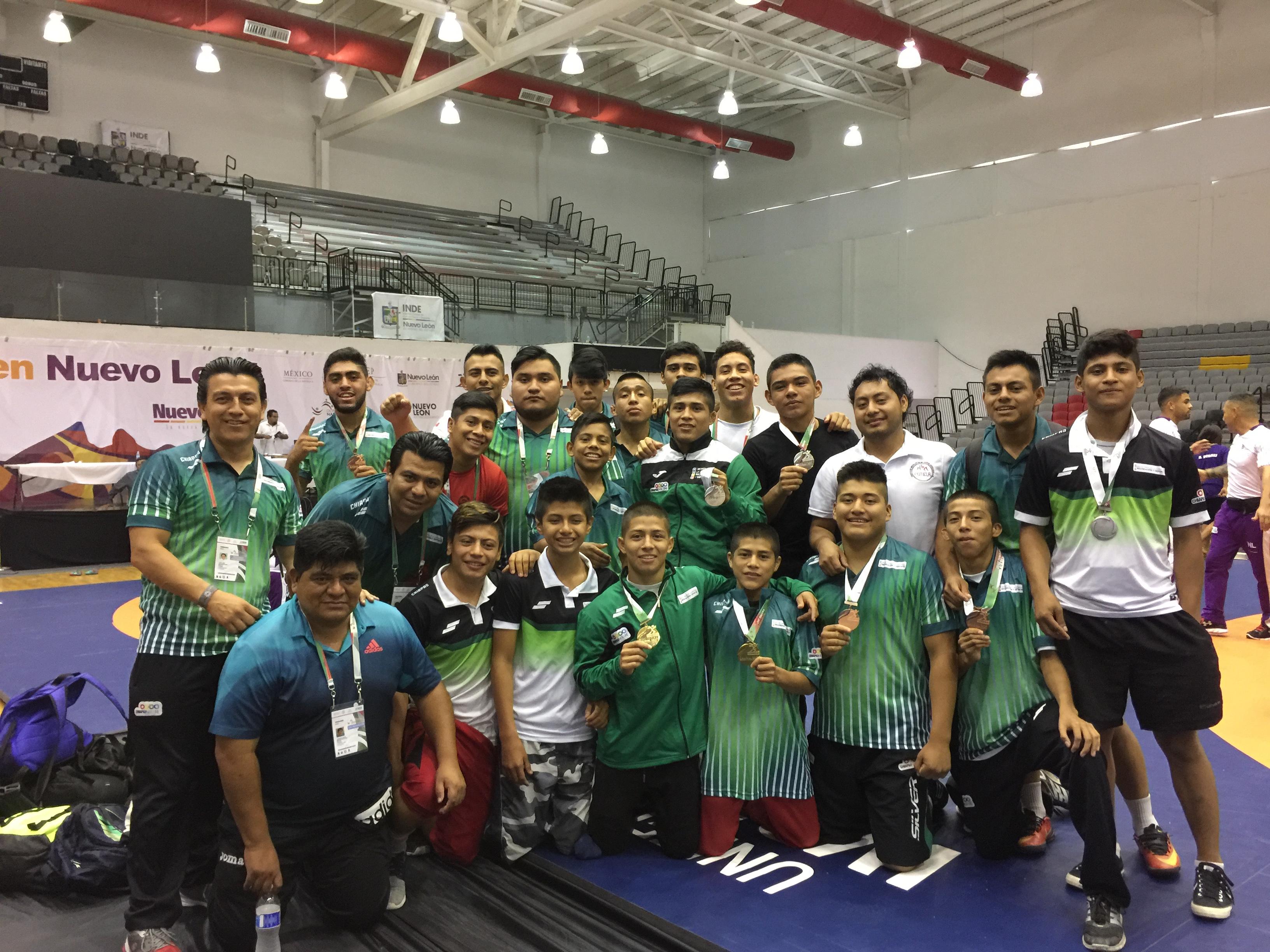 Concluye Chiapas con 12 preseas en Luchas
