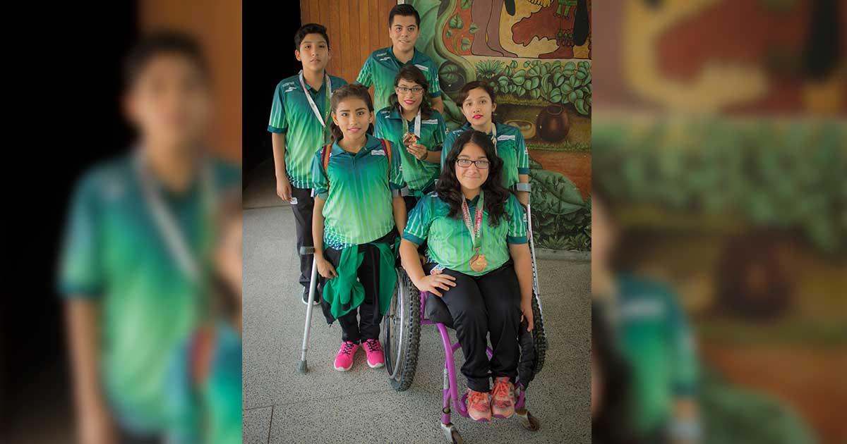 Tenis de mesa paralímpico con paso ascendente