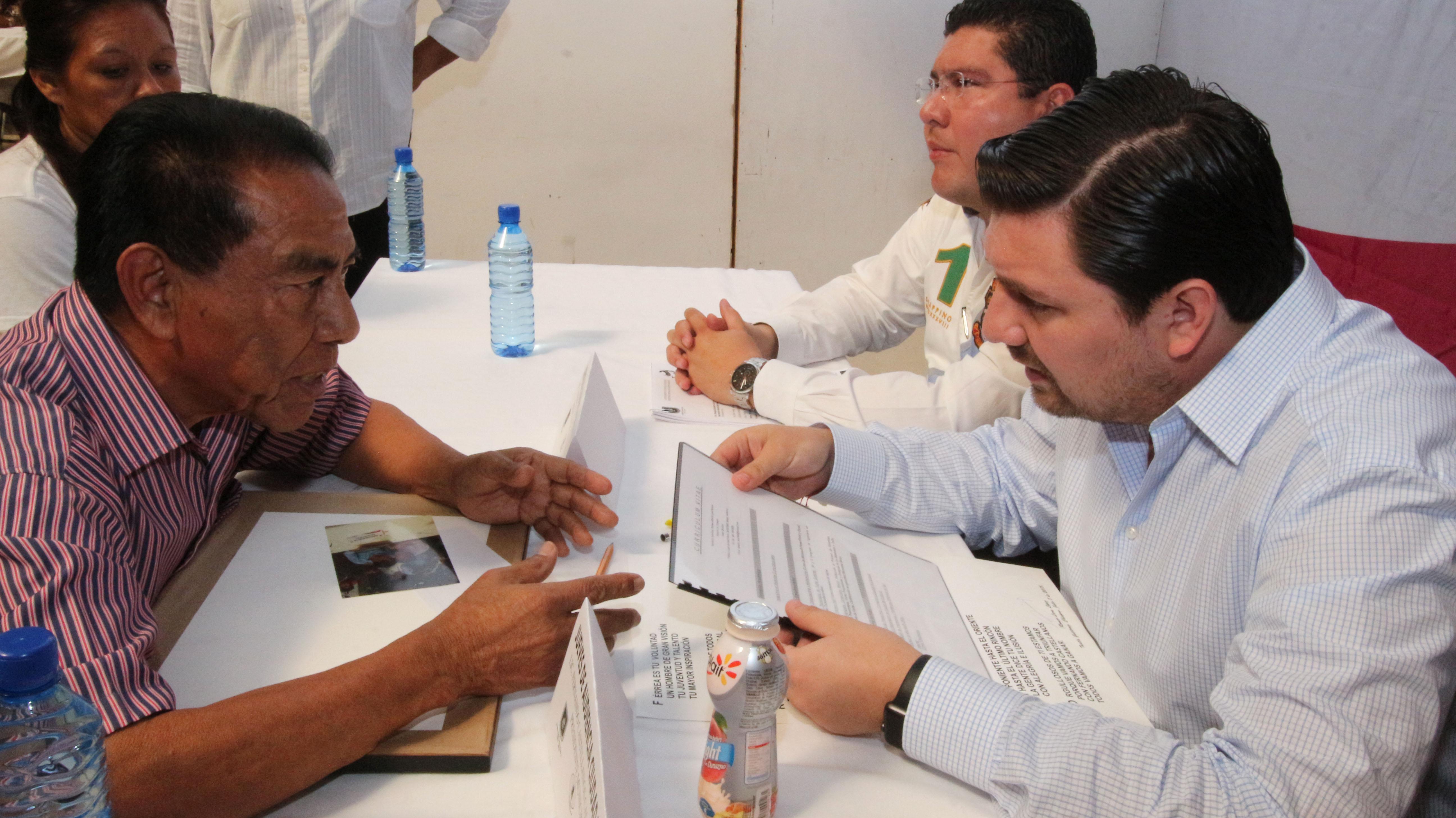Atiende y escucha Fernando Castellanos a tuxtlecos con Jueves de Audiencia Ciudadana