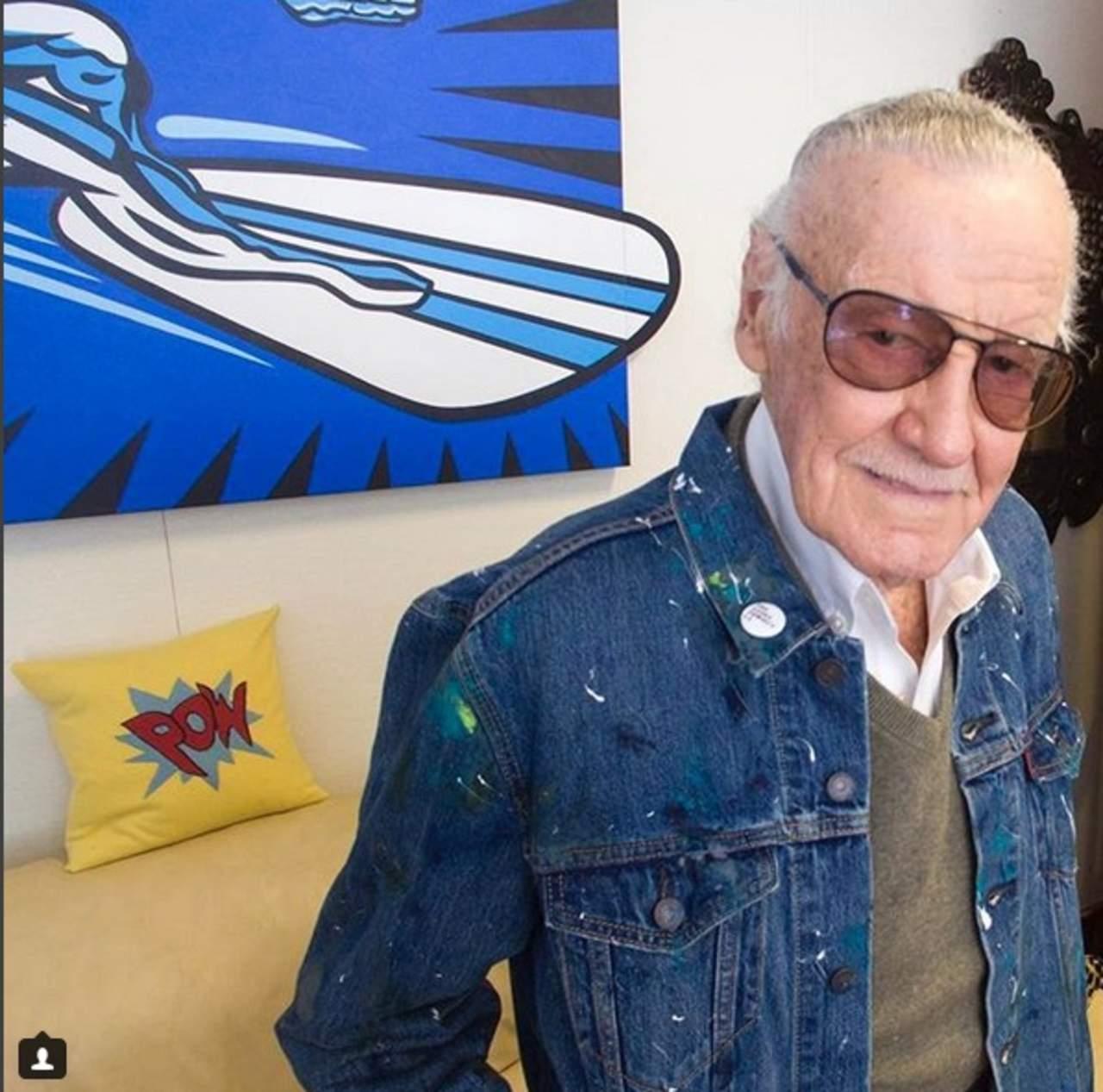 Stan Lee reaparece tras ser hospitalizado de emergencia