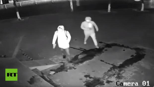 VIDEO: Mira al ladrón más torpe del siglo