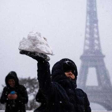 Cierran Torre Eiffel por nevadas en París