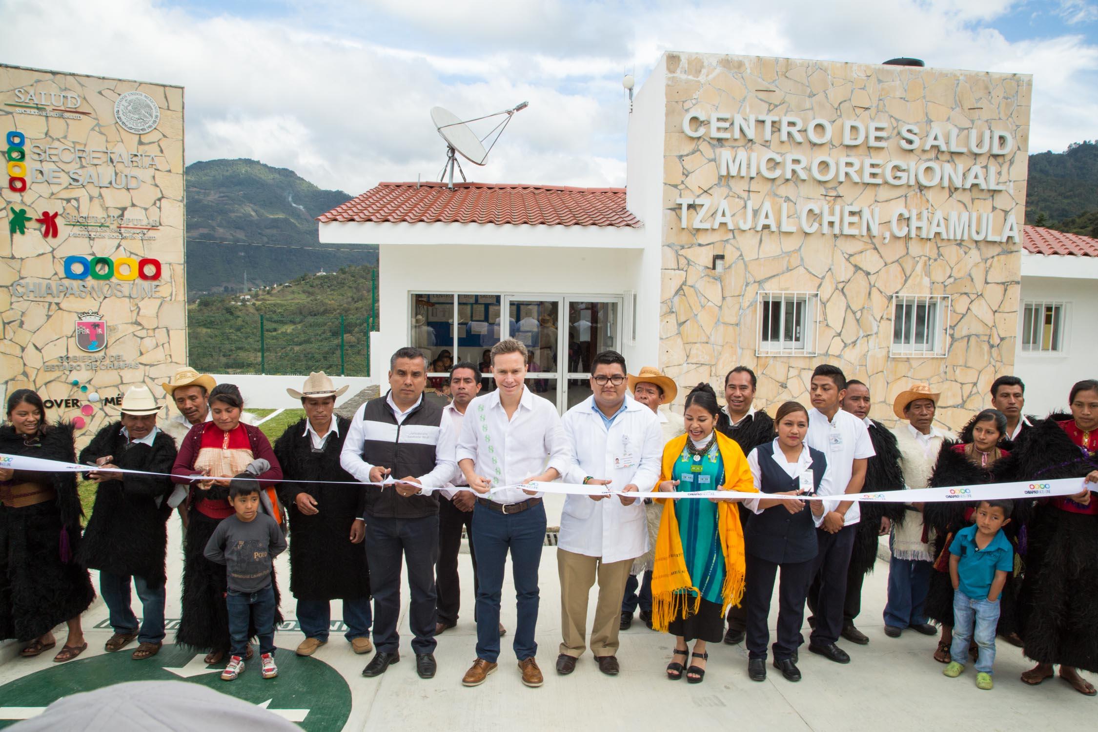 Manuel Velasco beneficia a familias de Chamula con nuevo Centro de Salud