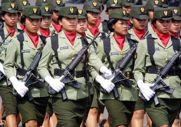 """Piden fin a """"pruebas de virginidad"""" en ejército y policía de Indonesia"""