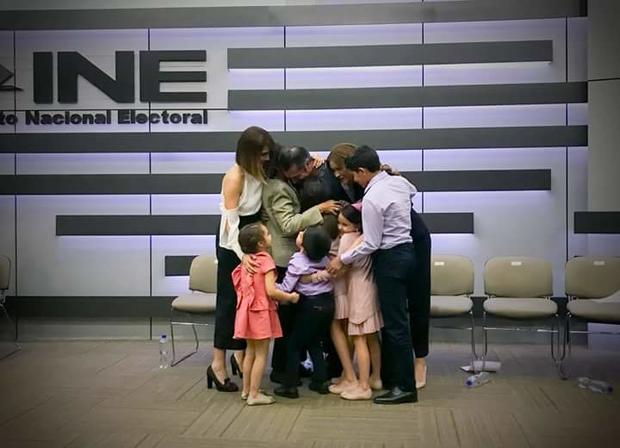 INE convoca a sesión urgente para validar registro de 'El Bronco'