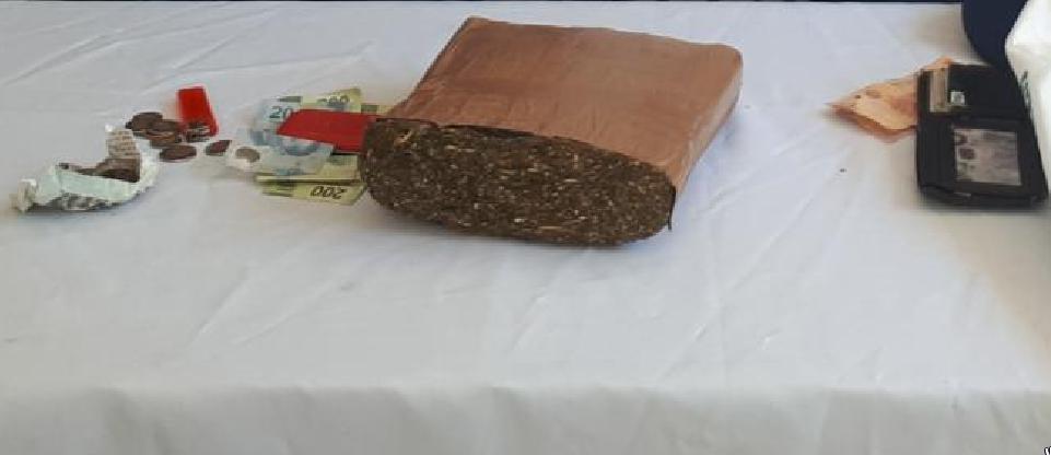 Detienen a dos personas con más de un kilogramo de presunta droga