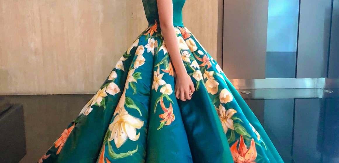 Esta chica de 17 años diseñó su vestido de graduación