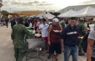 Ejército brinda alimentos a migrantes varados en Mapastepec, Chiapas