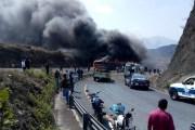 Tráiler choca con autobús en Veracruz; hay al menos 6 muertos
