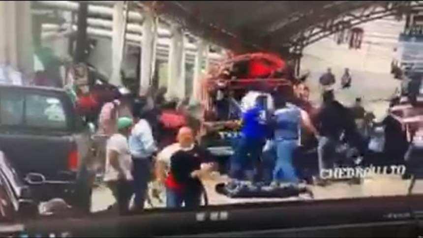 Por no cumplir, pobladores de Las Margaritas, amarran y arrastran al alcalde