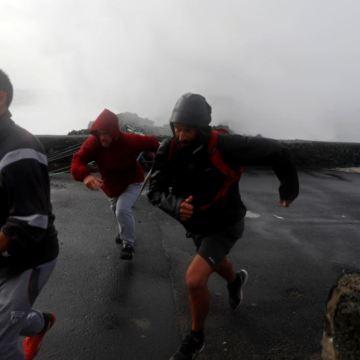 Huracán Lorenzo golpea islas Azores; provoca cortes de electricidad (VIDEOS)