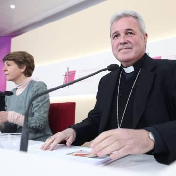 Los obispos proponen un curso prematrimonial de dos años para prevenir el pansexualismo y la masturbación