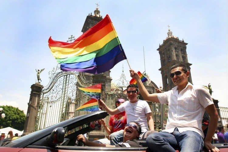Firma CNDH recurso para matrimonios gay en Puebla