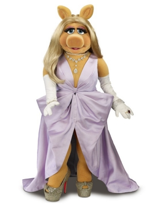 Miss Piggy in Zac Posen gown with Christian Louboutin shoes / 📷 Disney