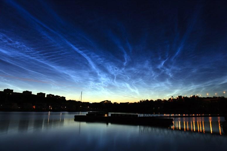 Noctilucent_clouds_over_Stockholm.jpg