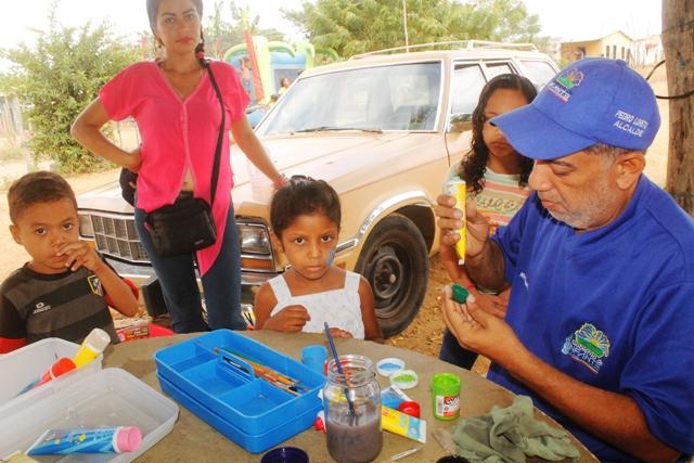 Trabajadores del Centro Cultural Otto Rodríguez llevaron alegría a los pequeños de la casa