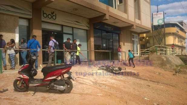 resulto quemada fuera de un centro comericial
