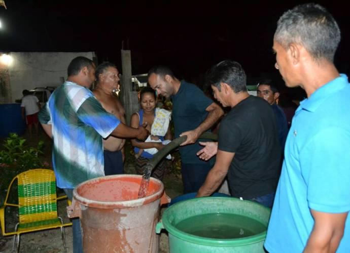 Pablo Alvarado resolviendo problema del agua en Infante