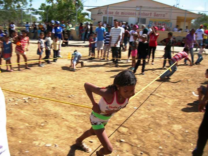 Los niños disfrutaron del espectáculo deportivo.