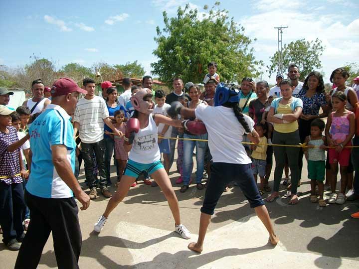Diferentes actividades deportivas se vivieron frente a la base Robert Serra al norte de Valle de la Pascua.