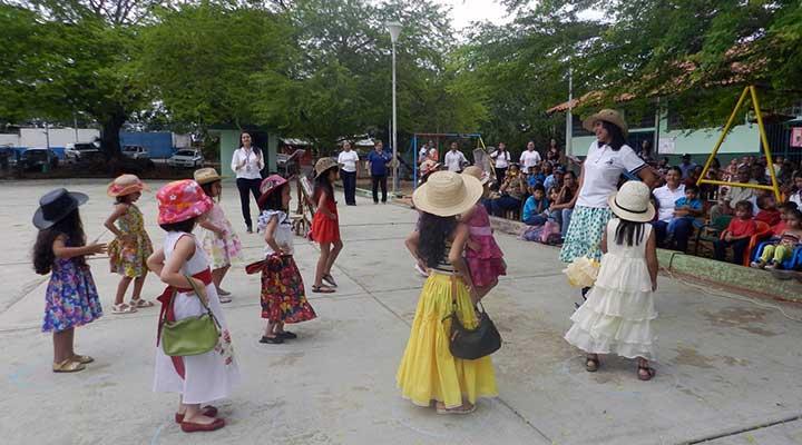 Homenaje a padres y madres en el preescolar Luisa Julieta Hernandez