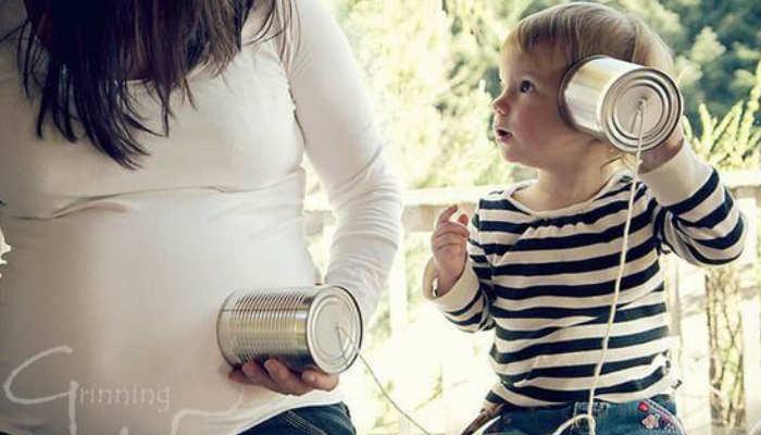 Es recomendable que se le hable o cante para que cuando nazca pueda identificar las voces de sus progenitores