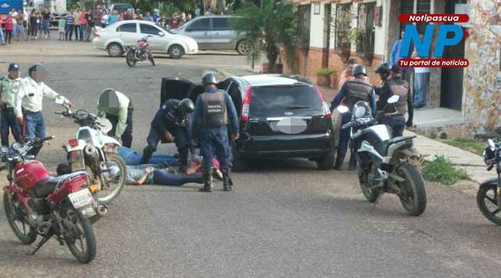 Funcionarios de la Policía del estado Guárico brindaron el apoyo en el procedimiento. Foto: Freddy Arvelaez