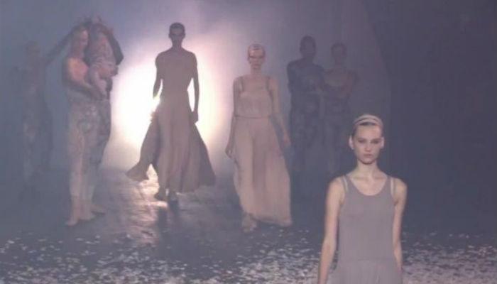 Las faldas plisadas en tul y los vestidos de bailarina fueron esenciales
