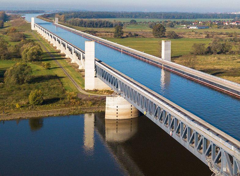 Puente del agua de magdeburg en Alemania