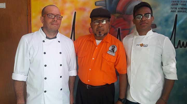 El Cheff Internacional Jose Oropeza dicto el taller.