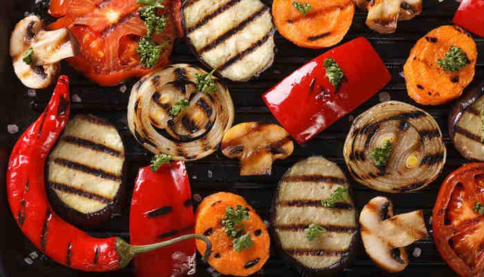 Es importante que siempre incluyas fibras, frutas y verduras en tus comidas