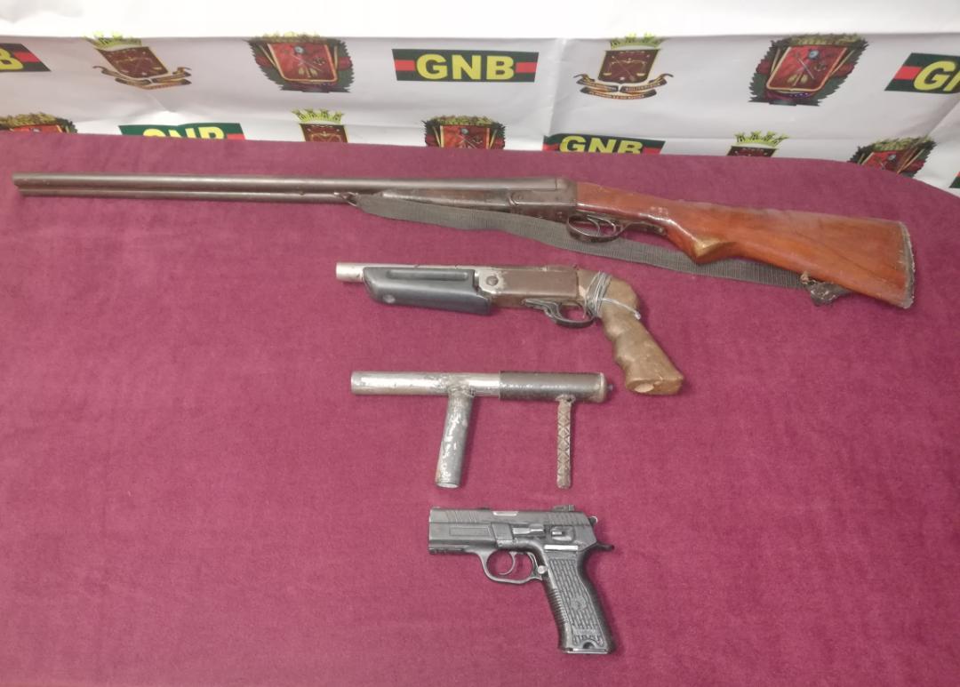 Armas de fuego incautadas.