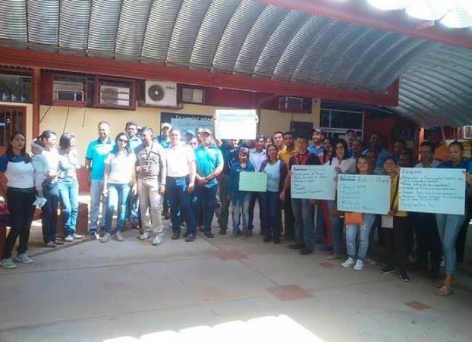 En Asamblea Permanente se encuentran trabajadores de la UPTLL en Valle de la Pascua.