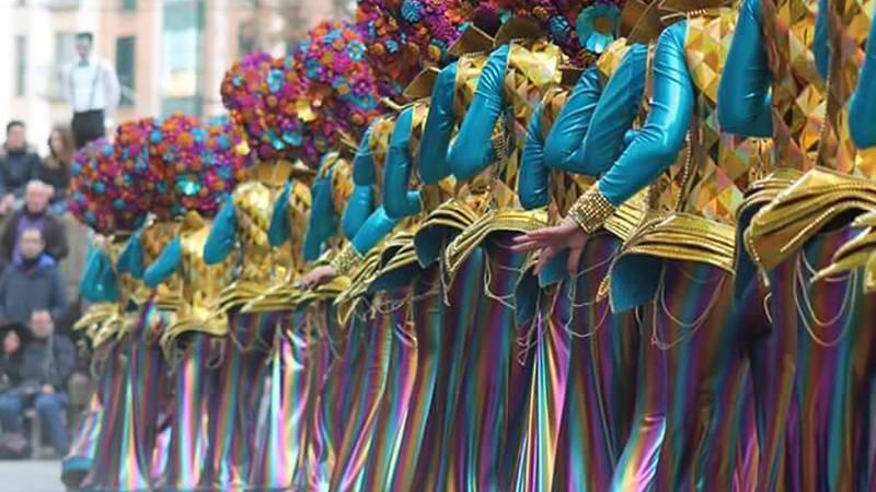 Desfiles-majestuosos-llenos-de-colores