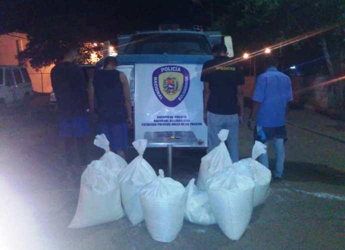 Los cuatro hombres apresados junto a la harina y el vehículo fueron presentados ante la fiscalía séptima del ministerio publicó.