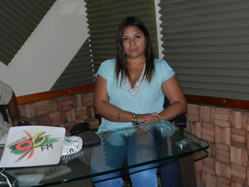 Karen Armas,directora de Ambiente 96.1 fm confia en la recuperaci_n de los equipos que se llev_ Conatel.jpg