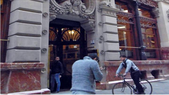 La fachada de Real Casino, magnífica estructura de finales del siglo XIX, Ideal para selfies y souveniers