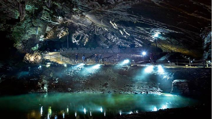 El gusto del belga por la cueva de Han. Encanto por lo natural.