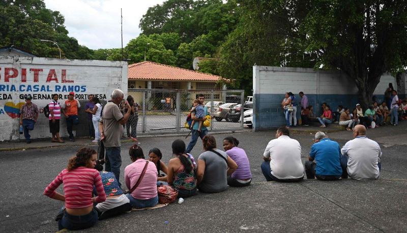 Familiares a la espera de noticias sobre sus familiares.