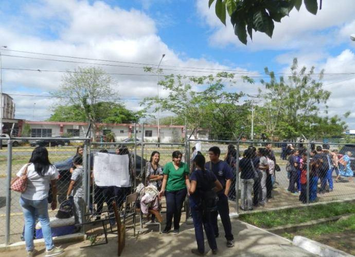 Estudiantes de Tsu y Licenciatura en Enfermeria mantuvieron cerradas por dos horas las puertas de acceso al nucleo Valle de la Pascua.