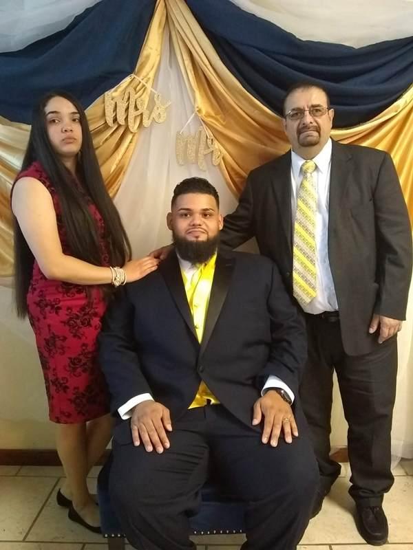 El novio acompañado de su Padre Luis Salazar y su hermana
