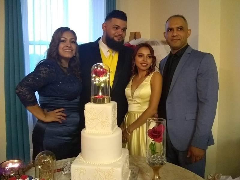 Italo Lezama y su esposa Eva, padrinos de boda con la nueva pareja