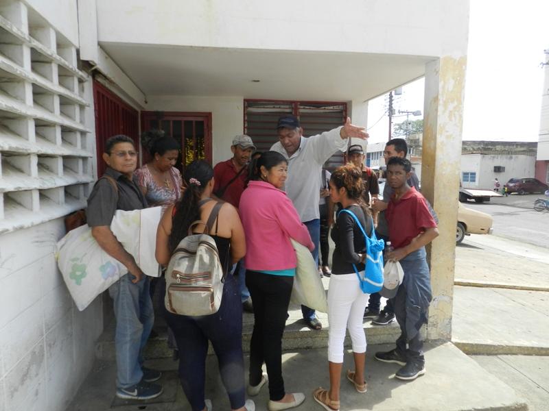 Pacientes renales protestan en Bus Guarico de Valle de la Pascua (5)